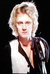 ロジャー・テイラーの顔写真
